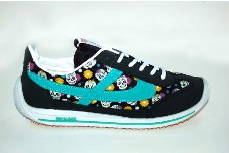 zapatillas Panam modelo Frida con calaveritas