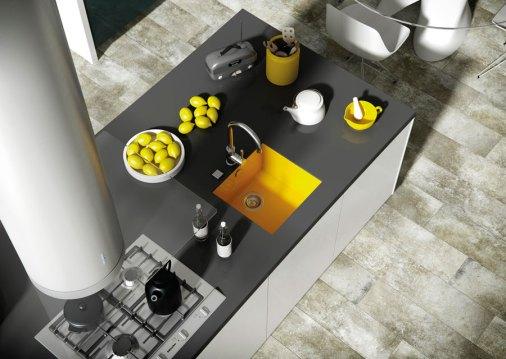 fregadero de color amarillo en cocina moderna